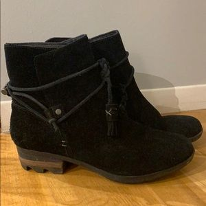 Black Sorel Ankle Tassle Boots